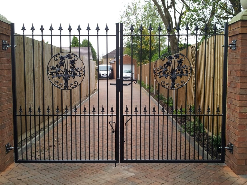 Double Leaf Gates Traditional Fabrications Double Leaf